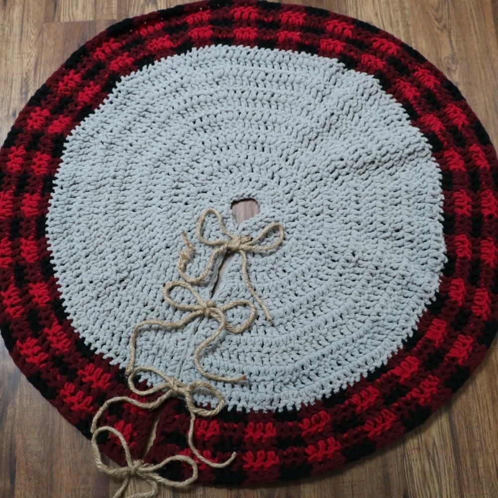 Easy Crochet Christmas Tree Skirt: Crochet Buffalo Plaid Tree Skirt & Pillow Cover