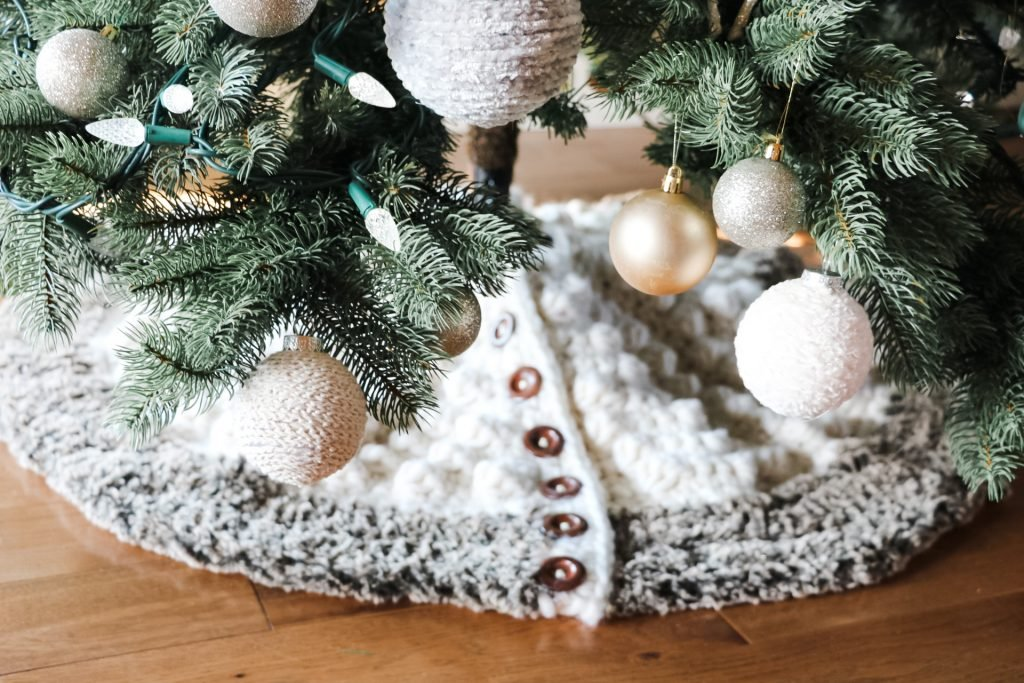 Bobble tree skirt