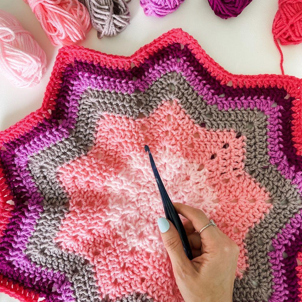 Furls crochet hook streamline swirl